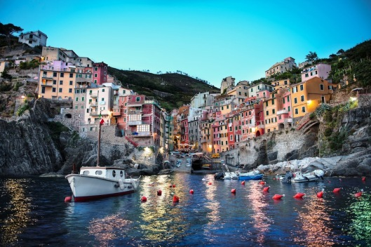 HDR-before-after-cinque-terre-riomaggiore-dusk