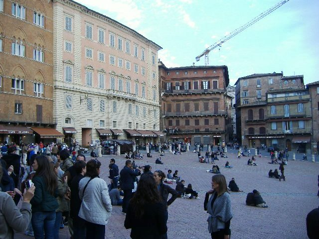 My reasons for travelling to Italy - Series - Piazza 2 (3/6)
