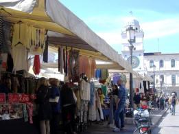 the-markets-in-piazza-dei-signori-11