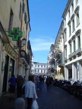 the-markets-in-piazza-dei-signori-9